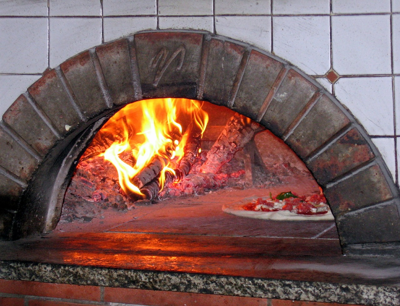 Akcesoria do pizzerii, piec do pizzy opalany drewnem w Poznaniu