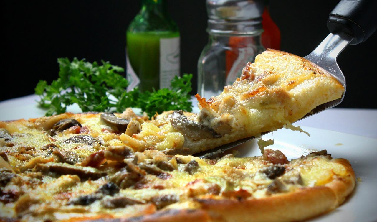 Pizza nocą: pizzeria 24h Warszawa