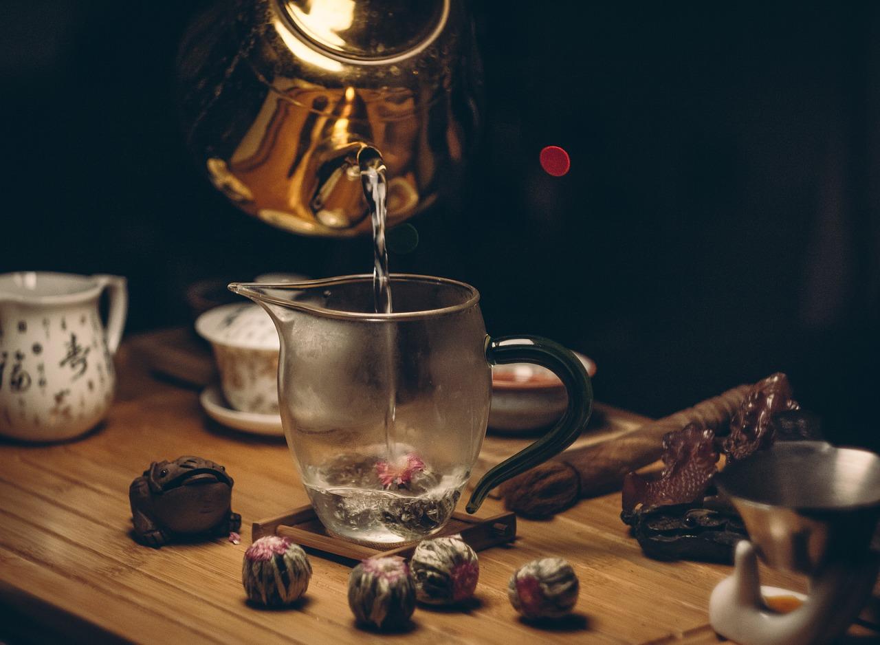 Niezbędne akcesoria w kuchni – czajnik Rossler