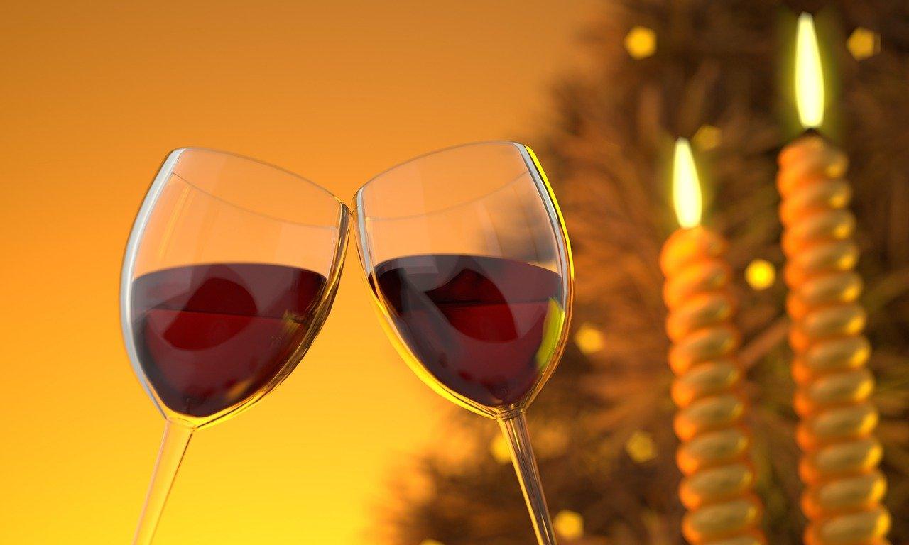 Wino ze starych owoców i kompotów.